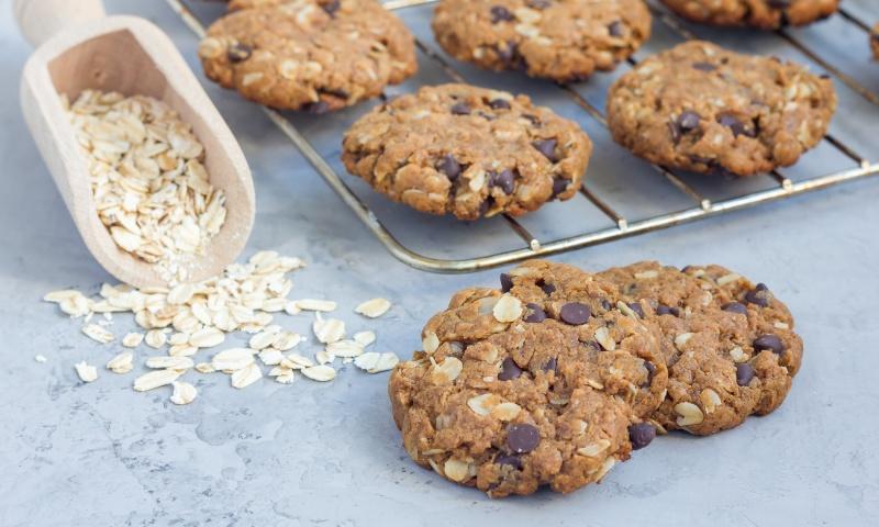 biscotti ai cereali e cioccolato con albume